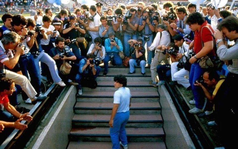 Maradona presentatie in stadion San Paolo