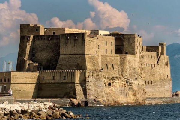 Castel dell'Ovo en de legende van het magische ei