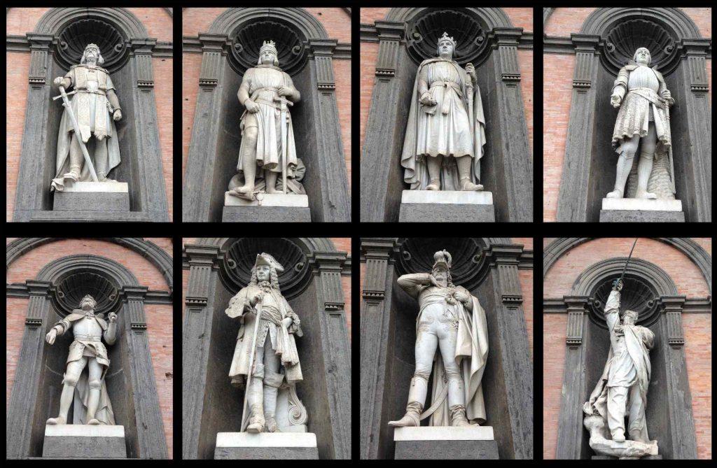 de standbeelden van de koningen van Napels op Palazzo Reale