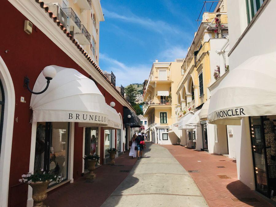 Winkelen op Via Camerelle