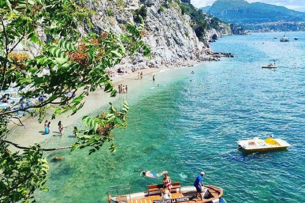 De prachtige stranden van de Amalfikust