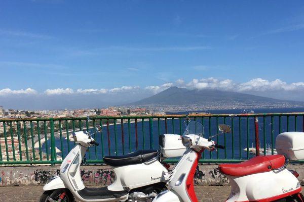 5 plekken bij Napels om te ontdekken op de Vespa scooter