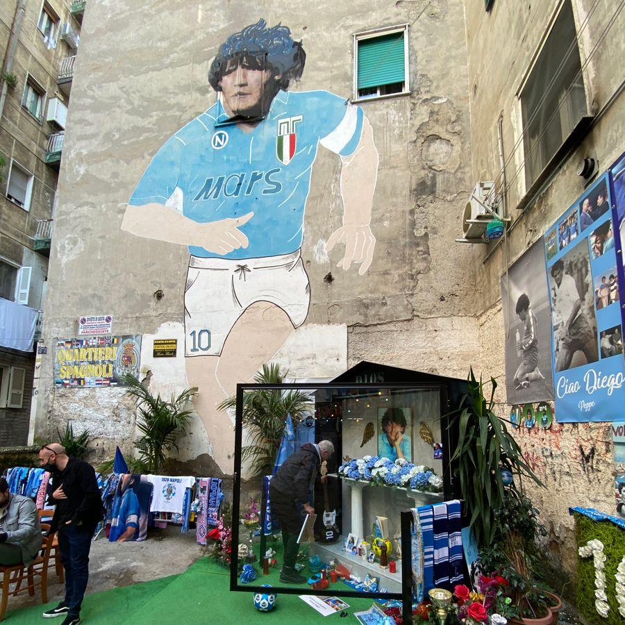 De Maradona muurschildering en het altaar voor Maradona