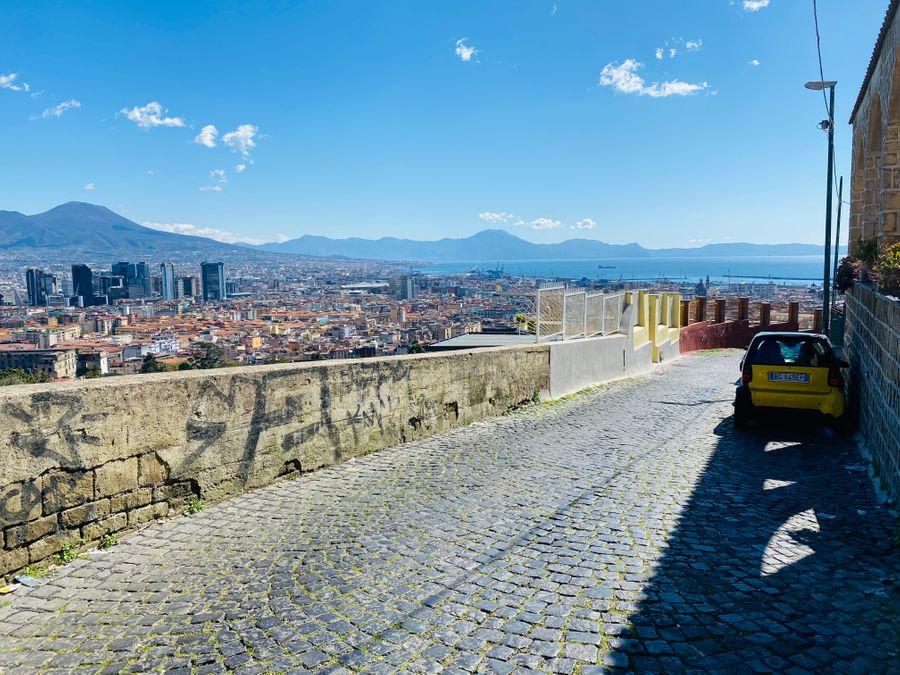 De straat Via Ottavio Morisani in Napels